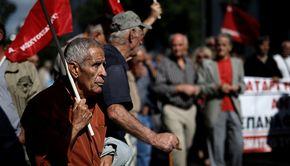 """Pensionarii amenință cu proteste în stradă, după modelul din Grecia. """"A ajuns cuțitul la os"""""""