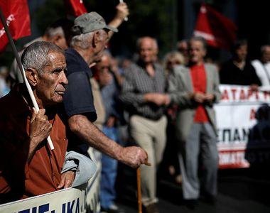 """Pensionarii amenință cu proteste în stradă, după modelul din Grecia. """"A ajuns..."""