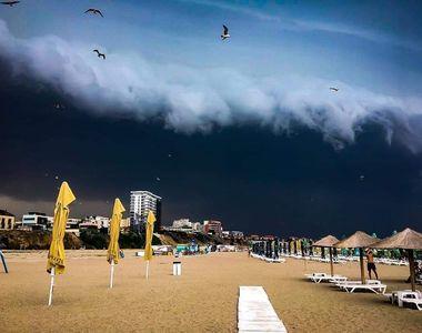 VIDEO| Avertizarea cod roşu de furtună a făcut prăpăd pe litoral