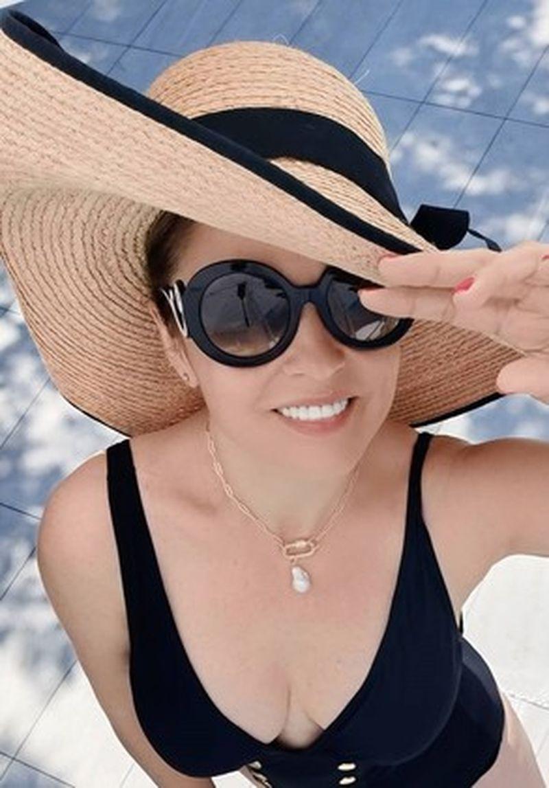 De ce poartă Andreea Marin același costum de baie în vacanță!