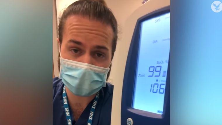 """Un medic din Marea Britanie a arătat ce se întâmplă cu respirația atunci când purtăm mască: """"Nu mai fiți egoiști"""""""