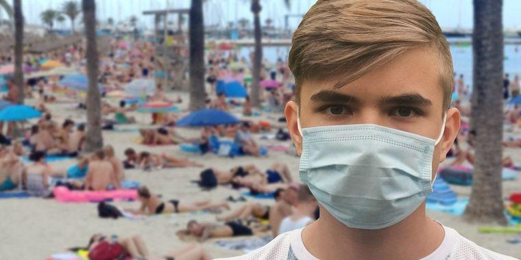 Masca, obligatorie la mare! Când va scădea numărul de cazuri de infectări, potrivit specialiștilor