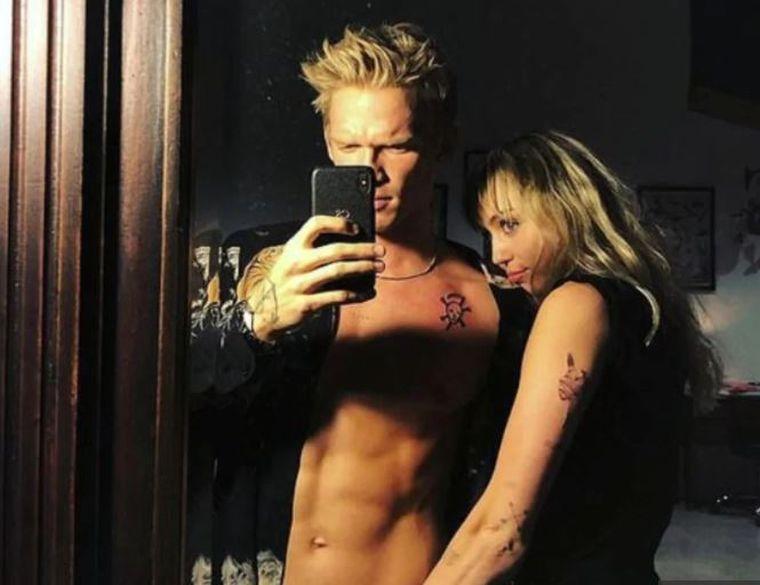 Miley Cyrus și Cody Simpson s-au despărțit, după 10 luni de relație