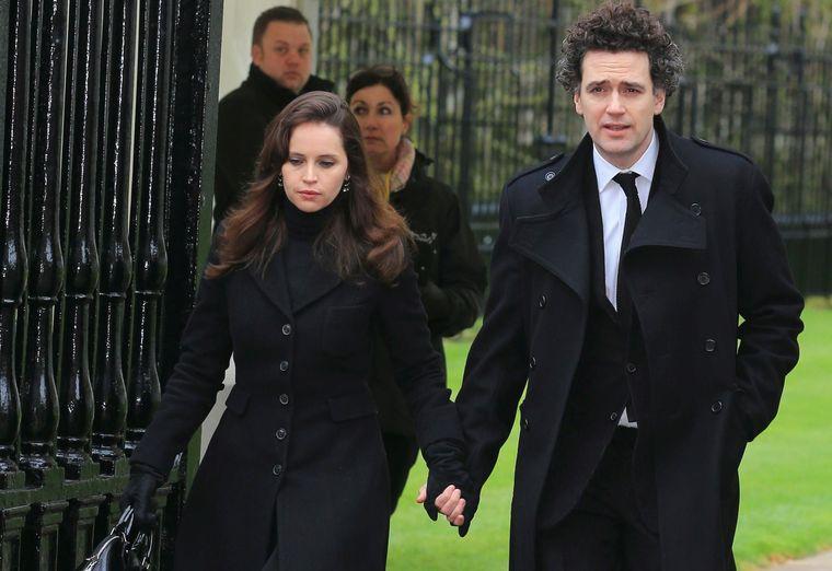 Felicity Jones si sotul ei, Charles Guard.