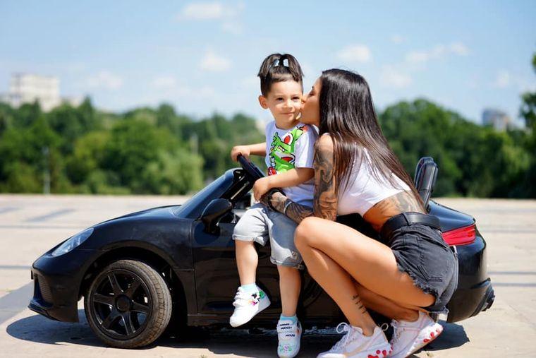 Roxana Vancea și fiul ei
