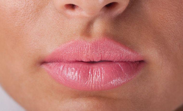 Spune-mi cum ai buzele, ca să îţi spun cine eşti! Forma lor te poate trăda de la o poştă