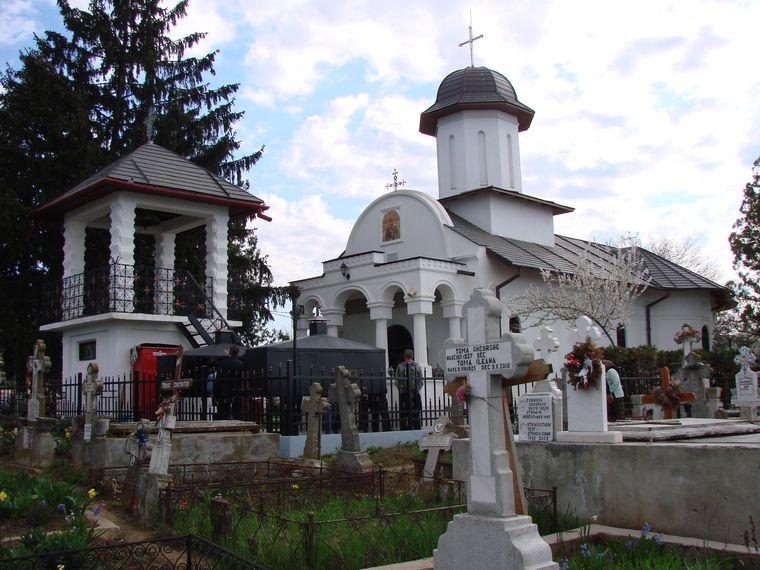 Biserica pictată de Arsenie Boca, de la 30 km distanţă de Bucureşti. Controversa din jurul lăcaşului de cult de la Drăgănescu