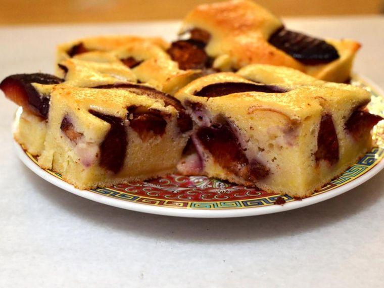 Prăjitură cu prune, reţeta clasică sau cu foietaj. Cum să faci acasă cel mai bun ştrudel