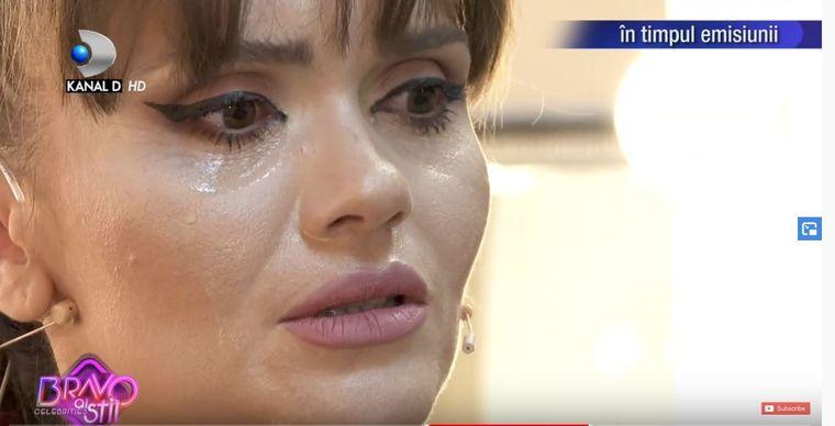Cristina Şişcanu plangand