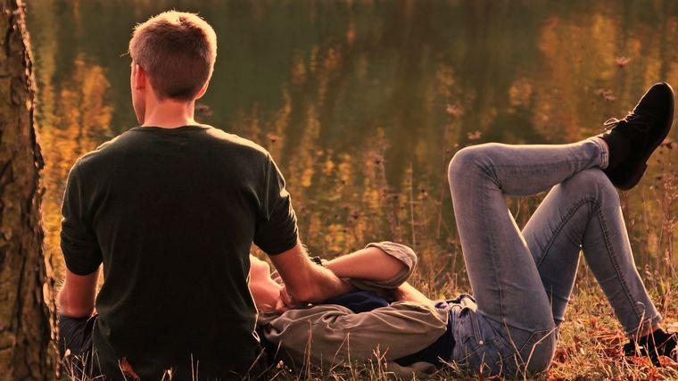 Relații de iubire care te epuizează încet și, când iți dai seama, e prea târziu!