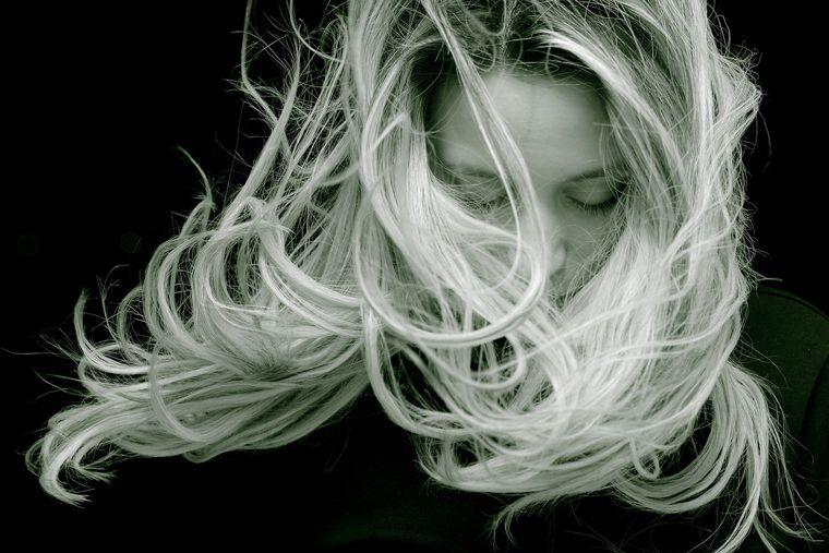 Cum să iți menții părul cât mai sănătos! Avem toate secretele.