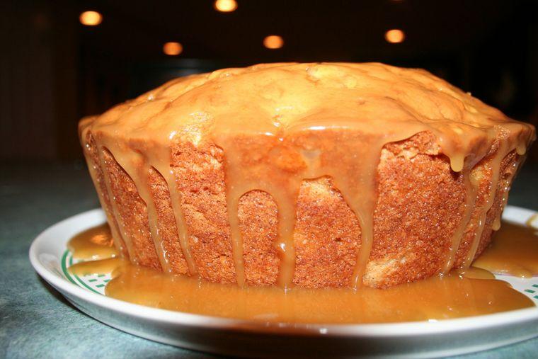 Ești fan nucă și caramel? Avem o prăjitură excelentă!