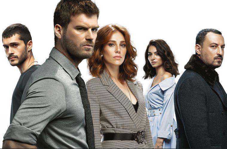 """Kanal D aduce serialul """"La răscruce"""", o poveste despre putere, orgolii și dragoste vindecătoare, ce va avea premiera joi, la ora 23:30!"""