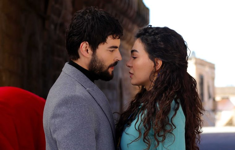 """Cine este marea dragoste a frumoasei Ebru Șahin, Reyyan, din îndrăgitul serial """"Hercai"""""""