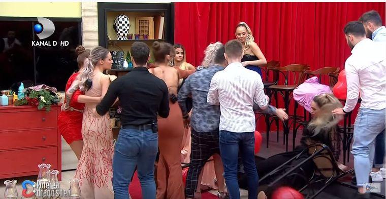 Puterea Dragostei 15 februarie - În gala eliminatorie Alexandra a părăsit platoul emisiunii după ce s-a luat la bătaie cu Meda!