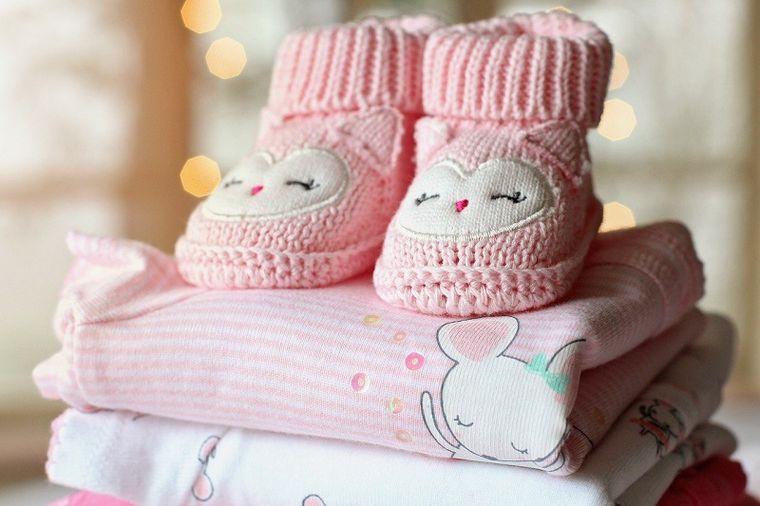Intrebari si raspunsuri cu privire la hainele pentru nou nascuti. Ce trebuie sa stie mamicile?
