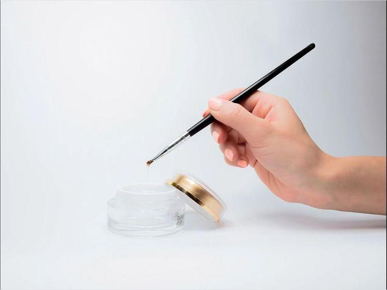 Alegerea corectă a pensulei perfecte pentru manichiură profesională
