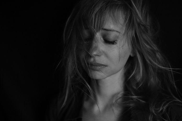Trei semne care îți arată că ești abuzat emoțional. Cum depistezi abuzatorul?