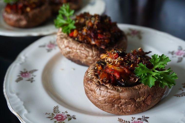 Ciuperci umplute cu bacon și cremă de brânză!