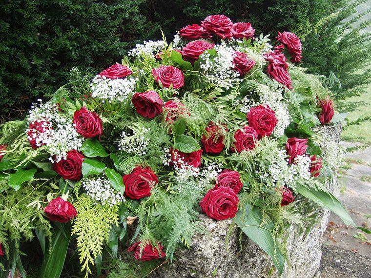 Tipuri de flori care determină rezistenţa unei coroane funerare
