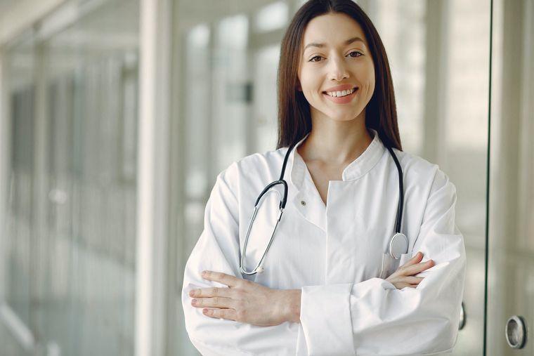 3 afecțiuni care pot fi tratate eficient prin neurochirurgie minim invazivă