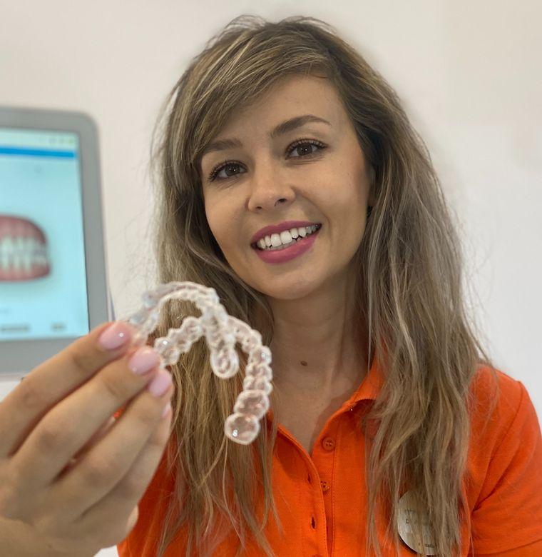 Evoluția stomatologiei și cele mai cunoscute intervenții dentare de acum 13.000 ani și până în prezent - Dr. dentist Alexandra Mircea despre fațete dentare și implant dentar