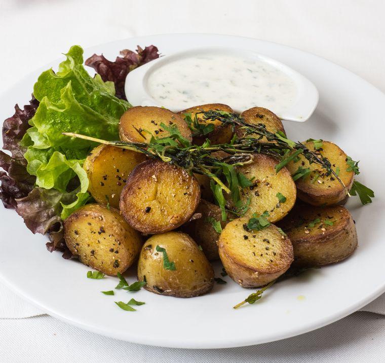 Rețetă rapidă de cartofi țărănești cu afumătură!