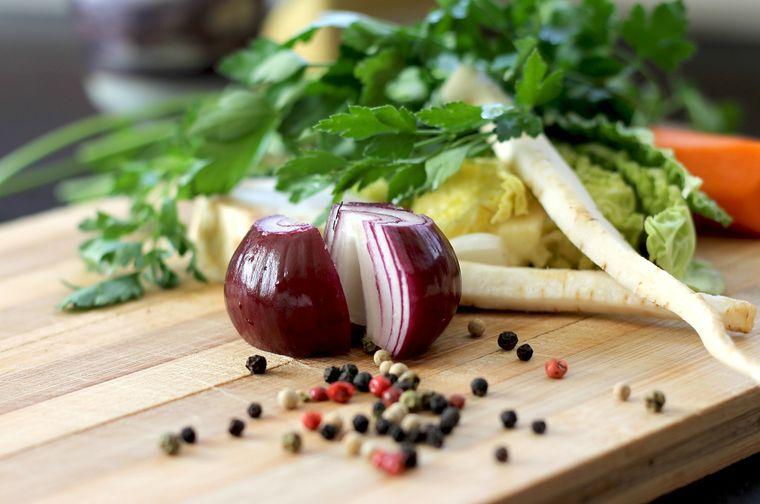 De ce să introduci ceapa roșie în alimentație: beneficii miraculoase!