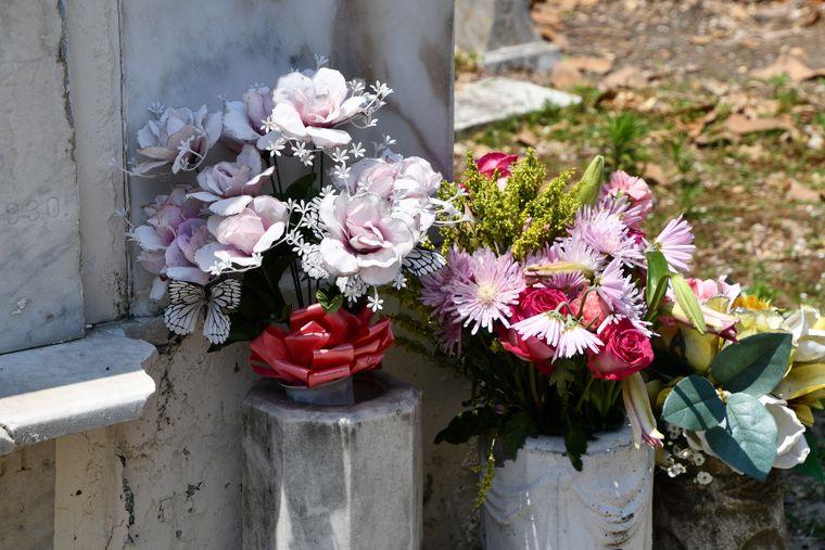 Ce aranjamente florale va recomanda o firma de servicii funerare din sectorul 4?