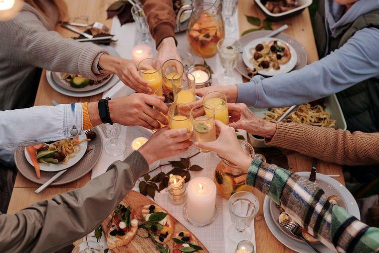Ai invitați la masă? 3 idei speciale de meniuri