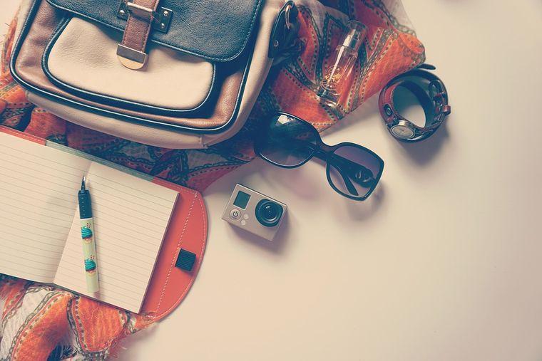 7 lucruri care nu trebuie să lipsească din geanta unei femei