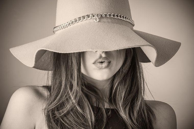 Pălăriile de vară, accesoriile perfecte pentru o ținută elegantă