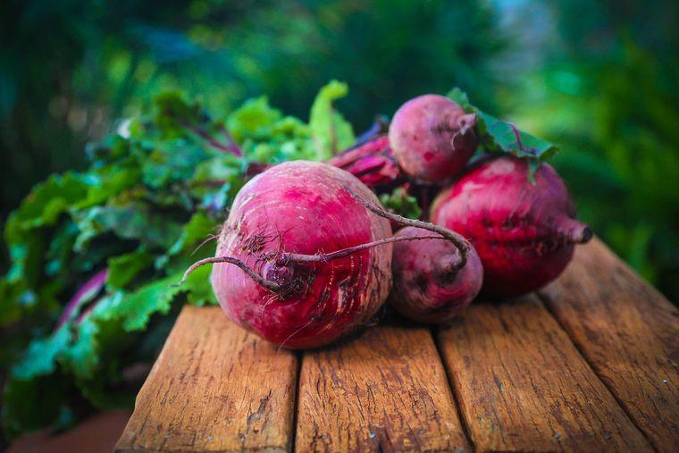 5 motive pentru care să mănânci sfeclă roșie: proprietăți și beneficii.