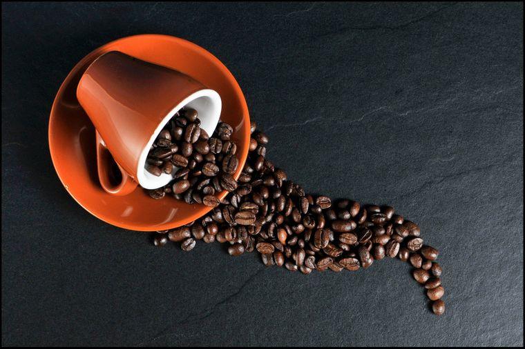 Studiu: Persoanele care beau cafea au un risc cu 50% mai mic de a muri din cauza unei boli cronice de ficat.