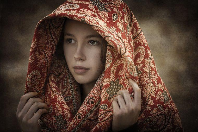 De ce poartă femeile batic în Biserică