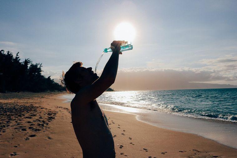 Câtă apă trebuie sa bei pe zi în funcție de greutatea pe care o ai