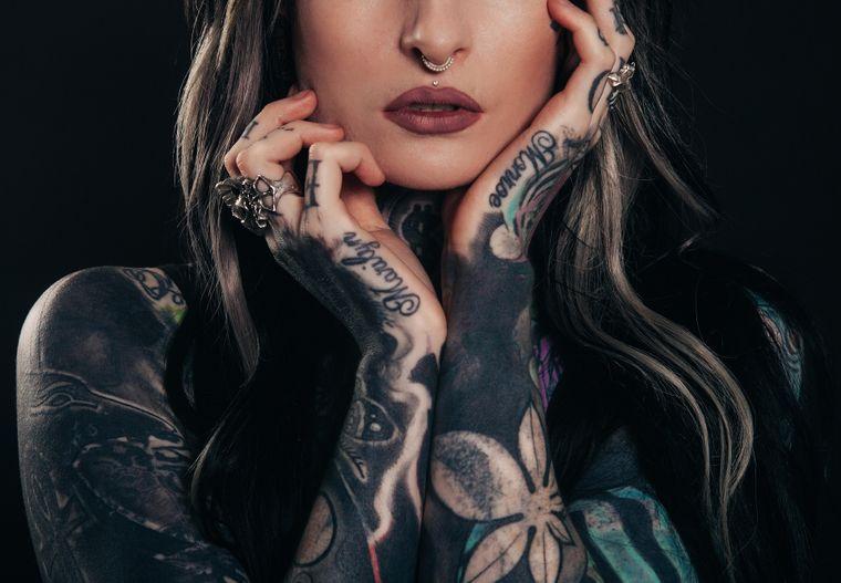 3 lucruri pe care sa NU le faci vara daca ai tatuaje, conform unui dermatolog