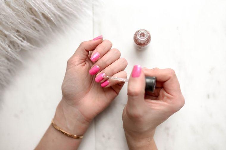 modele manichiură pentru unghii mici