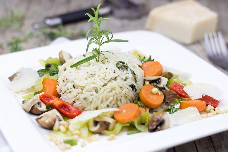 Care sunt diferențele între risotto și orezul obișnuit