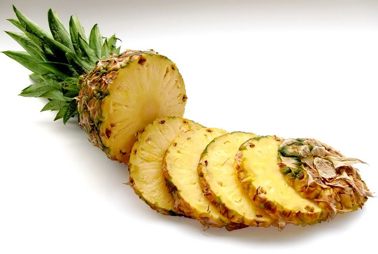 Rețetă de prăjitură cu mascarpone și bucăți zemoase de ananas