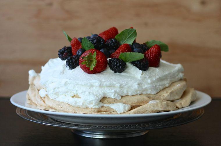Prăjitura Pavlova: rețetă, ingrediente, mod de preparare