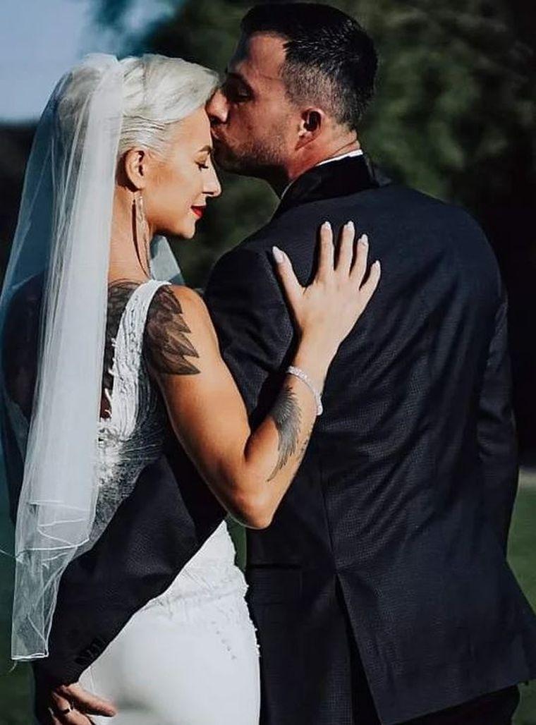 lola de la survivor s-a casatorit