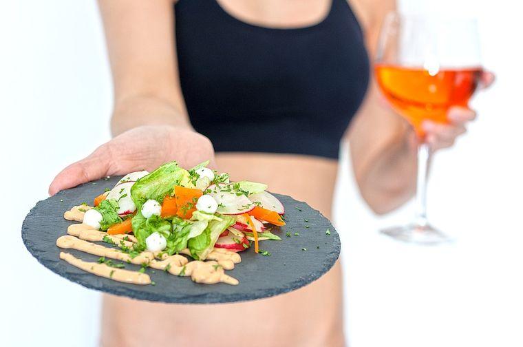 10 rețete delicioase de sosuri pentru salate