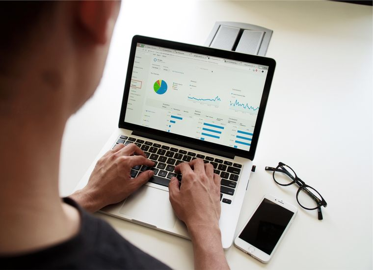 5 lucruri pe care ar fi bine să le cunoști înainte de a începe o afacere online