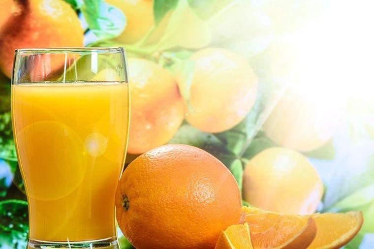 Vrei sa scapi de kilogramele in plus? 5 retete de sucuri naturale care te ajuta sa slabesti