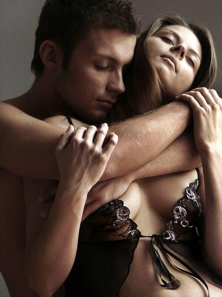 9 poziţii de sex după care bărbaţii sunt înnebuniţi! Le-ar încerca fără să stea pe gânduri