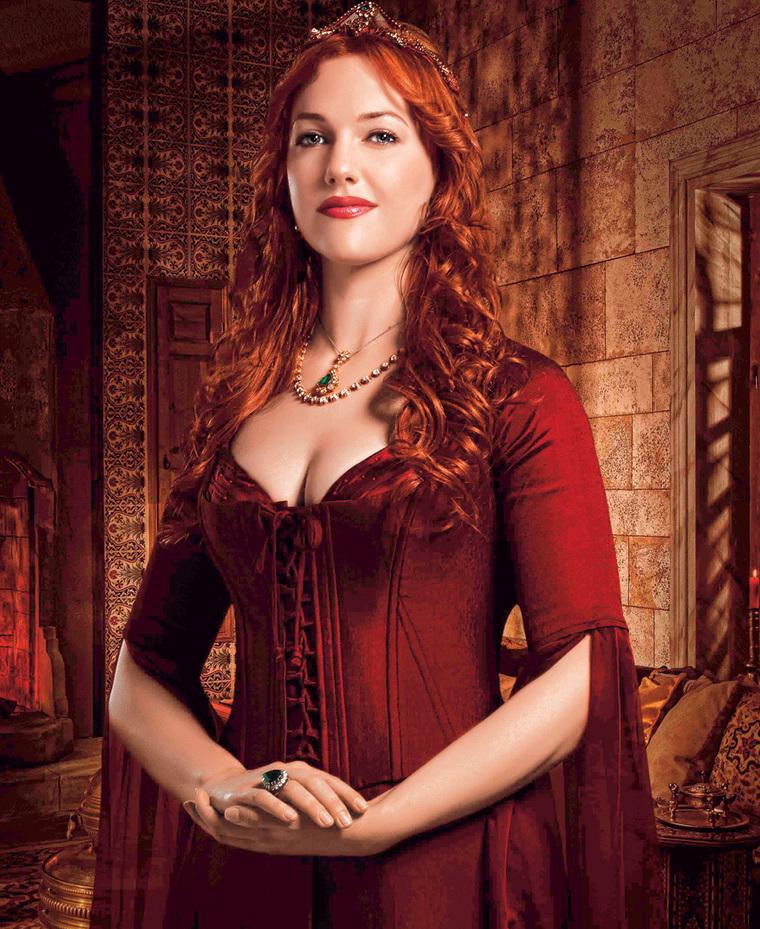 """Actrita Meryem Uzerli, cea care a interpretat-o pe sultana Hurrem in """"Suleyman Magnificul"""", a parasit serialul pentru ca era insarcinata! Cum arata acum fetita ei si ce face frumoasa roscata"""