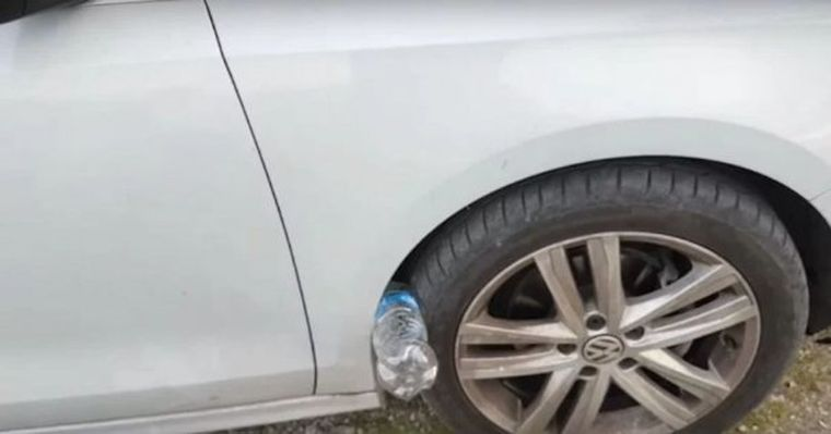 Noua metoda a hotilor! Aveti mare grija daca gasiti o sticla infipta intre roata de la masina si aripa!