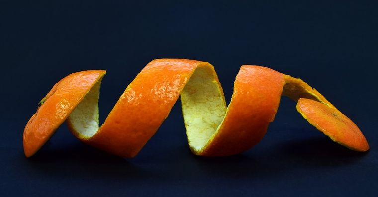 Genial! De ce sa nu mai arunci niciodata cojile de fructe si legume