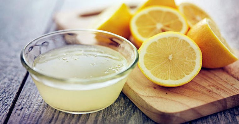 Stoarce o lamaie si amestec-o cu 1 lingura de ulei de masline. Remediul care face miracole pentru organism